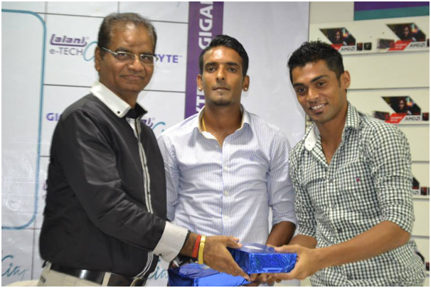 Mr. K.L.Lalani (Chairman of Lalani Infotech Ltd) Felicitating Our Royal Bengal Captains !!