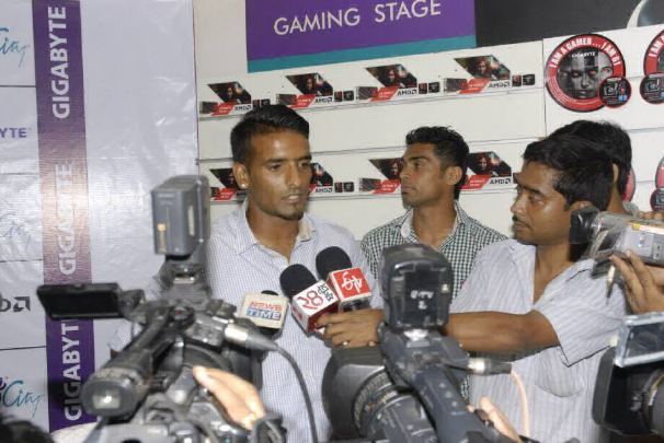 East Bengal Captain Mr. Harmanjot Khabra being Interviewed by the Press Members at Game-O-Thon, 2014